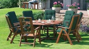 Деревянная садовая мебель.