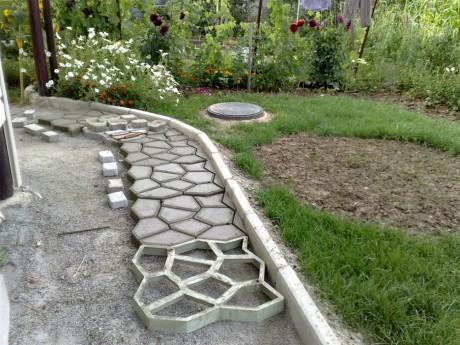 """Дорожки из цельного бетона своими руками. """" Дом и сад своими руками."""