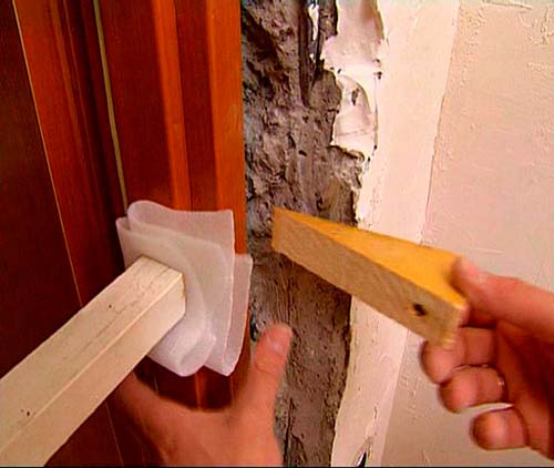 Как установить деревянную межкомнатную дверь своими руками