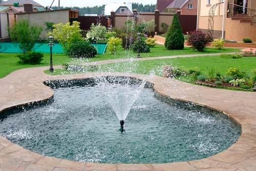 Важно правильно разместить фонтан на даче